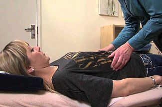 В чем причина боли в ребрах, усталости и тошноты?